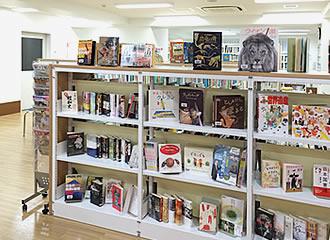 開架式図書室の写真