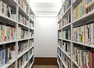閉架式図書室の写真